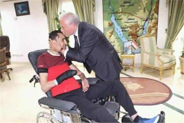 محافظ جنوب سيناء مع البطل ولاء حافظ
