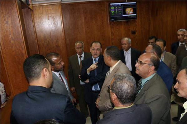 سكرتير مساعد محافظة أسيوط مع مسئولي الغرفة التجارية
