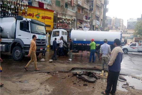 انفجار ماسورة مياه بميدان الساعة بالإسكندرية