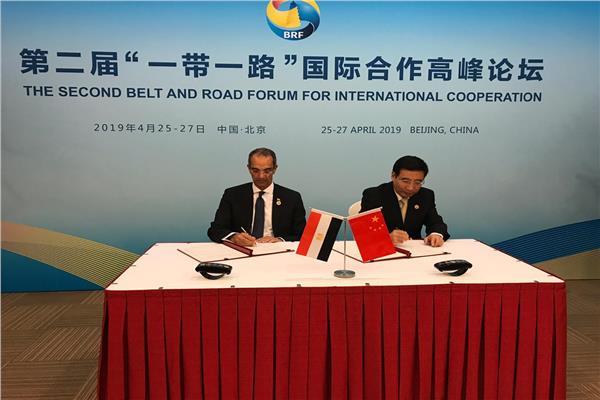 وزير الاتصالات ونظيره الصيني يوقعان مذكرة التفاهم