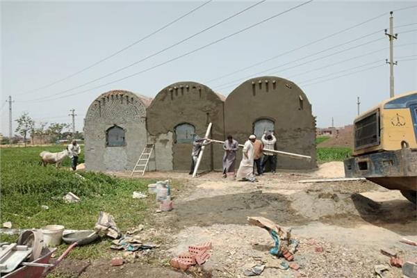 المقابر المخالفة أثناء إزالتها بالباجور