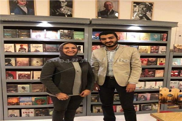 الروائي أحمد إبراهيم إسماعيل والناشرة والروائية هالة البشبيشي