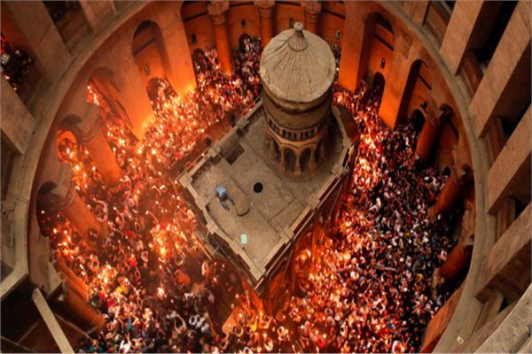 النور المقدس بقبر السيد المسيح