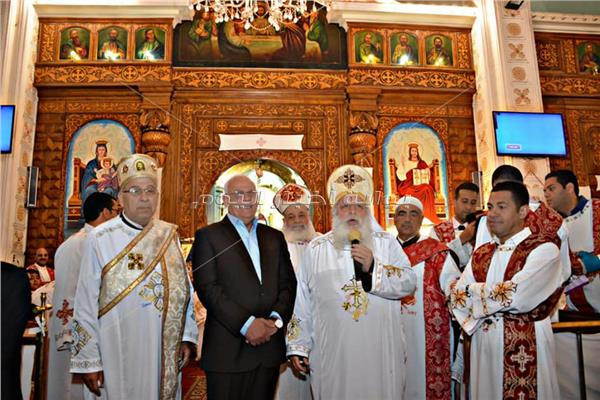 محافظ بورسعيد يشهد قداس عيد القيامة المجيد بالكنائس ويهنئ الاخوة الاقباط