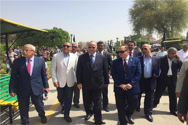 محافظ القاهرة يتفقد الحديقة الدولي