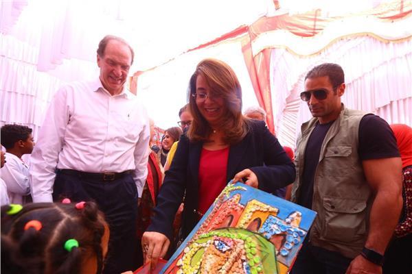 غادة والي ورئيس البنك الدولي خلال زيارتهما لأسوان
