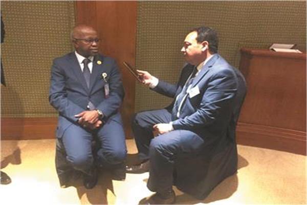 وزير العمل الليبى خلال حواره مع «الأخبار»