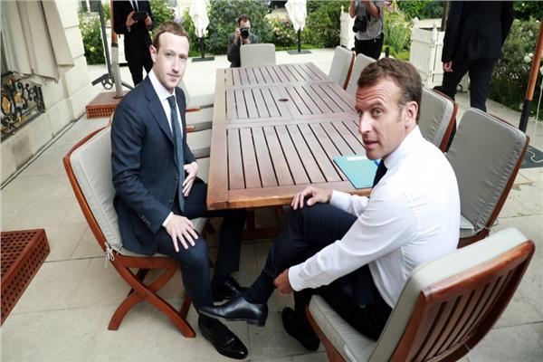 """مؤسس فيسبوك مع رئيس فرنسا """"إيمانويل ماكرون"""""""