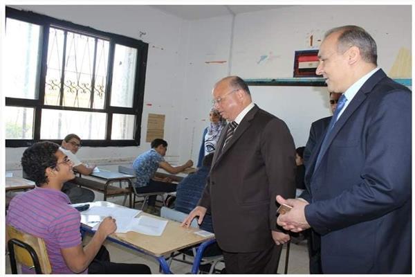 محافظ القاهرة ومدير المديرية يتفقدان لجان الشهادة الإعدادية في اليوم الأول للامتحانات