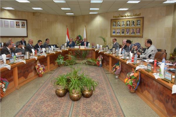 مجلس جامعة أسيوط أثناء انعقاده