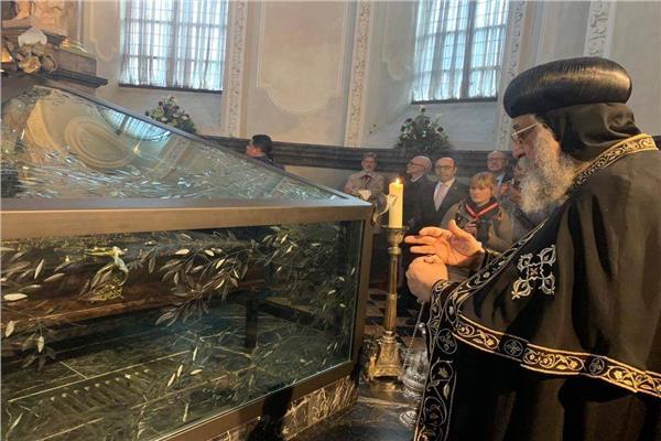 البابا تواضروس يزور غرفة الرداء المقدس بكاتدرائية سان بيتر