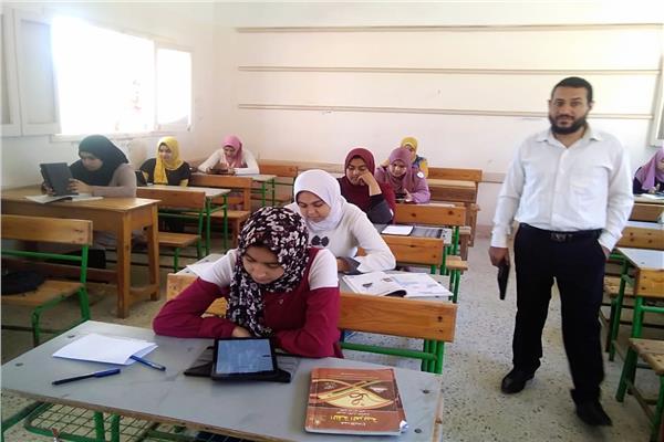 ٨٦ مدرسة تؤدى الامتحان ورقيا و١١ الكترونيا بكفر الشيخ