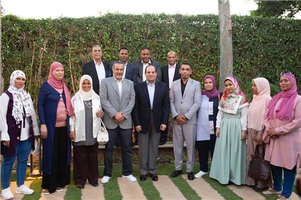 السيسي يشهد افطار رمضان مع بعض المواطنين في مقر اقامته الخاصة