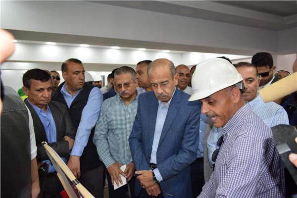 رئيس الوزراء السابق خلال زيارتة لأستاذ الإسماعيلية