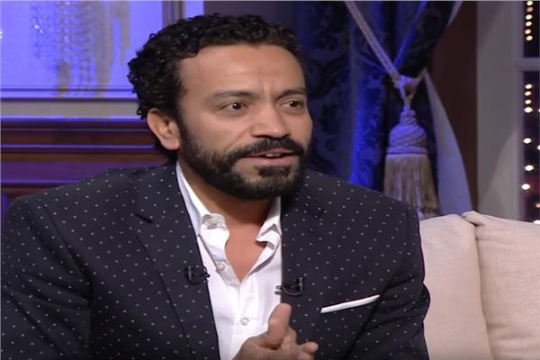 سامح حسين يكشف عن مفاجاة في أول ظهور له على المسرح