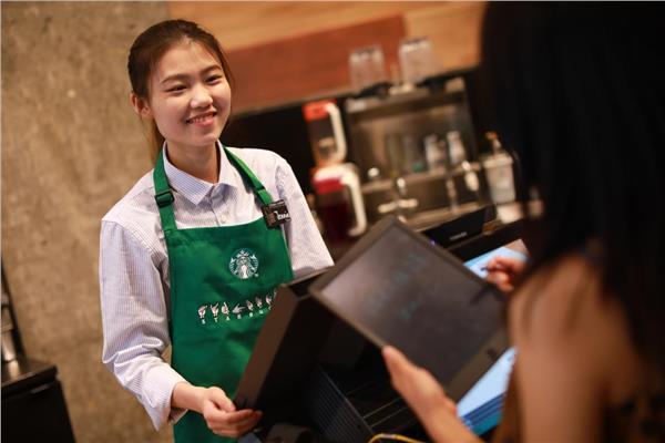 """بالصور..""""ستاربكس"""" الأمريكية تفتتح أول متجر""""صامت"""" في الصين"""