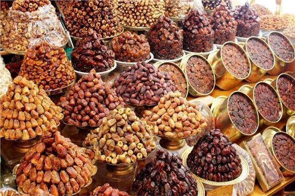 أسعار البلح بسوق العبور في اليوم السادس عشر من رمضان