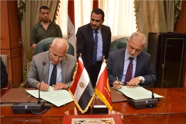 عادل الغضبان محافظ بورسعيد حفل توقيع عقد تمليك أكبر مصنع لإنتاج النسيج بجنوب بورسعيد