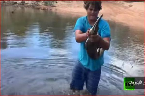 نيكولاس ميلياري فيتزباتريك يتربص بتمساح للإمساك به