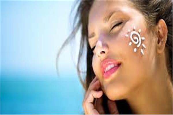خطوات تحافظ على بشرتك خلال فصل الصيف
