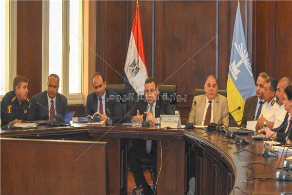 محافظ الإسكندرية خلال الاجتماع الموسع لبحث الإستعداد لكأس الأمم