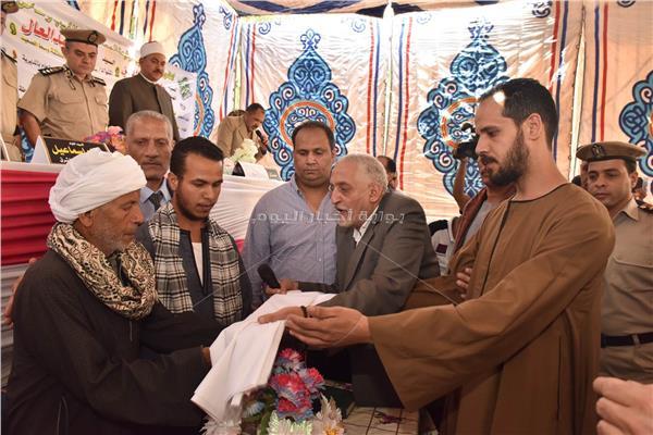 محافظ أسيوط يشهد انهاء خصومة ثأرية بين 4 عائلات بقرية الغريب