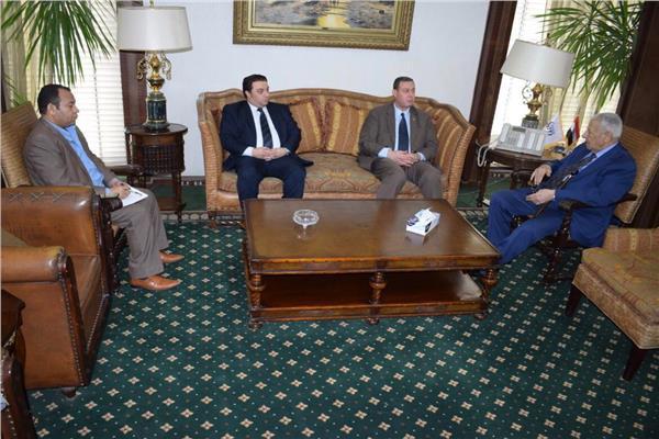 رئيس الأعلي للإعلام يلتقي السفير الفلسطيني بمقر المجلس