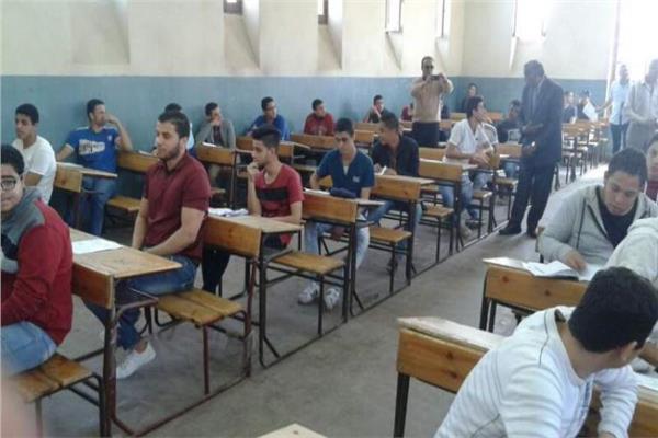 تأجيل امتحانات الصف الأول الثانوي