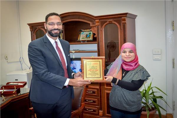 تكريم نائب محافظ الجيزة من أحد المؤسسات الخيرية