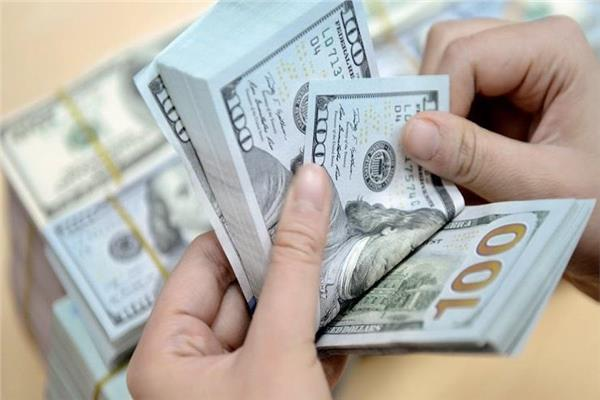 عاجل| سعر الدولار يتراجع 14 قرشًا أمام الجنيه المصري خلال أسبوع-أرشيفية