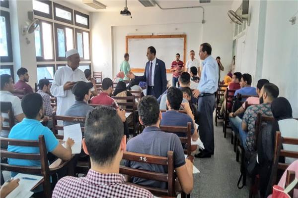 رئيس جامعة دمنهور يتفقد لجان الأمتحان