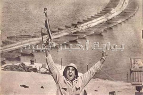 عبدالرحمن القاضى خلال حرب اكتوبر رافعا سلاح النصروفاة
