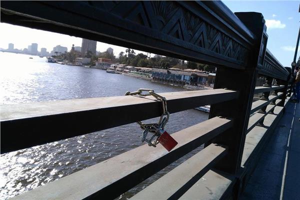 أحد أقفل العشاق على كوبري قصر النيل