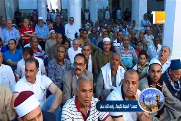 شعائر صلاة الجمعة من مسجد السيدة نفيسة بالقاهرة