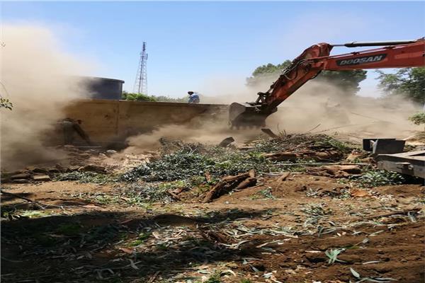 إزالة التعديات بالأرض المخصصة لإقامة مأخذ محطة مياه