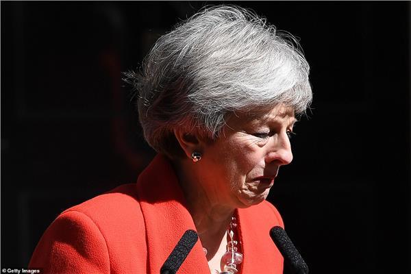 رئيسة الوزراء البريطانية تعلن استقالتها رسميا