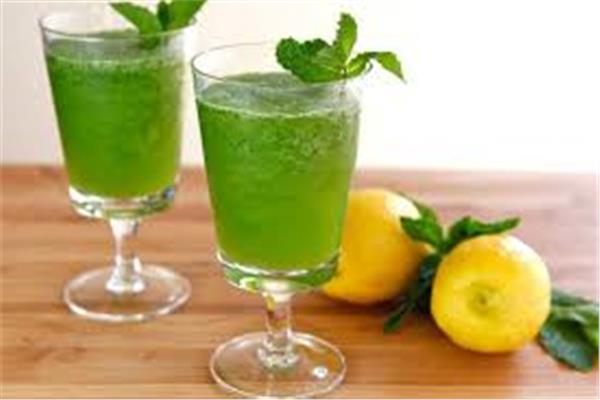 طريقة «الليمون بالنعناع» لترطيب جسمك بعد الفطار