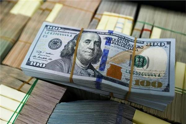الدولار يواصل تراجعه أمام الجنيه ويسجل أقل سعر في البنك التجاري الدولي-أرشيفية