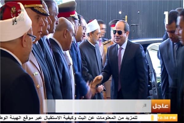 لحظة وصول الرئيس السيسي مقر احتفالية وزارة الأوقاف بليلة القدر
