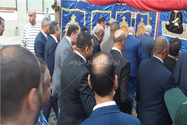 محافظ الجيزة يعيد على المواطنين من مسجد مصطفى محمود