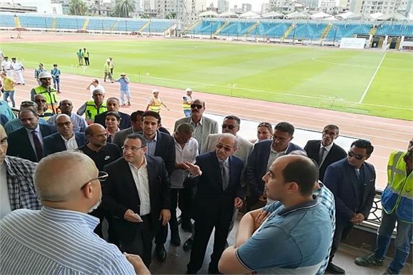 المهندس شريف إسماعيل خلال الزيارة