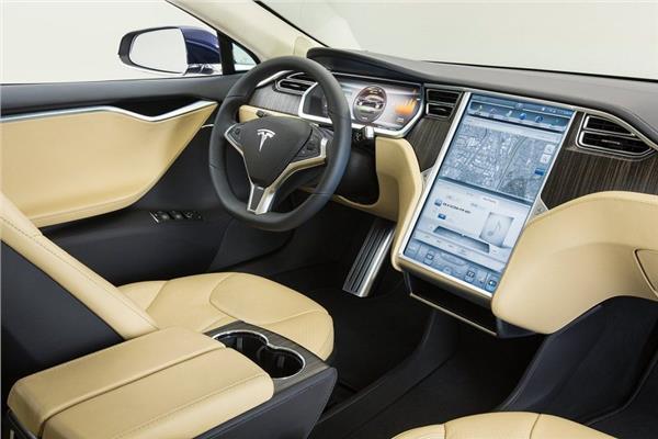 """منظمة (تقارير المستهلك): نظام المرشد الآلي بسيارات """"تسلا"""" قليل الكفاءة"""
