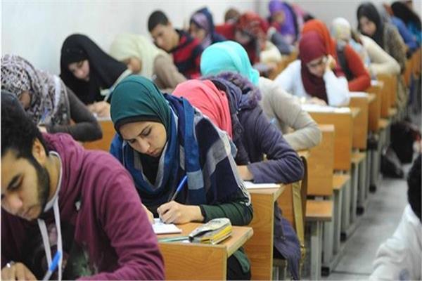 امتحانات اللغة الاجنبية الاولى