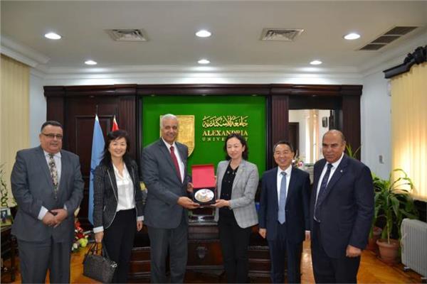 الوفد الصيني ورئيس جامعة الأسكندرية