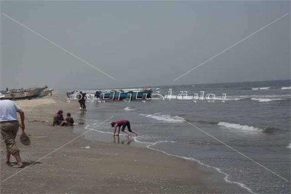 """مصيف """" إدكو """" متنفس الغلابة الوحيد على البحر المتوسط فى البحيرة يعانى من الإهمال"""