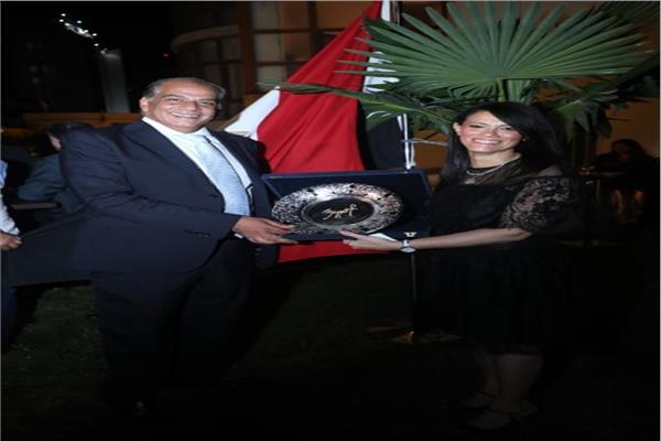 صورة لوزيرة السياحة و السفير عادل إبراهيم سفير جمهورية مصر العربية لدي أذربيجان