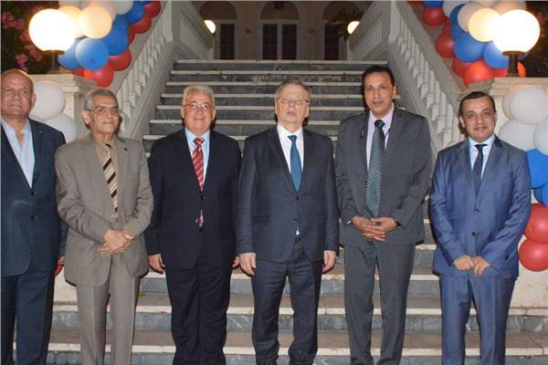 الوفد المصري مع السفير الروسي