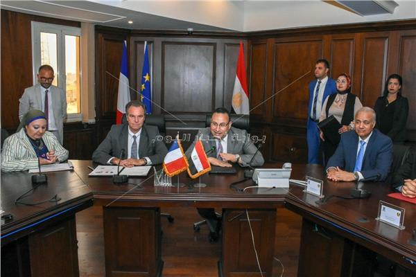 جانب من جلسة توقيع اتفاقيات التعاون مع الجانب الفرنسي
