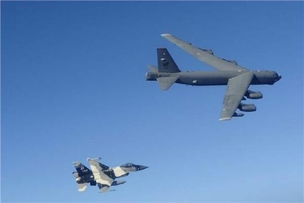 «الدفاع الروسية» تنشر لقطات لاعتراض طائراتها قاذفات استراتيجية أمريكية