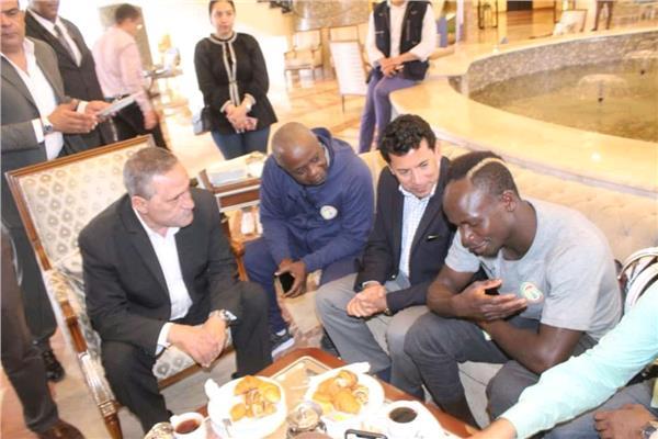وزير الرياضة يلتقي ساديو ماني
